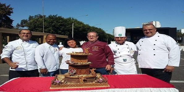 Condecoran a chef argentino en Perú