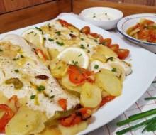 Merluza con patatas y tomate