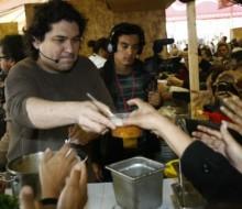 Gastón Acurio y Mitsu Tsumara en el Gran Mercado