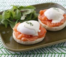 Receta de huevos benedictinos con salmón
